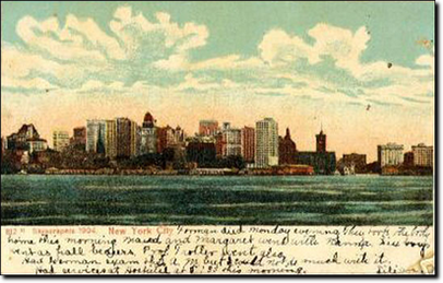 New York City, 1904. Una delle prime cartoline della skyline di New York City vista dal North River (la parte alta del fiume Hudson).