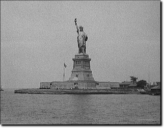 Miss Liberty nei primi del 900.Courtesy of Library of Congress Prints and Photographic Division, Detroit Publishing Company Collection.